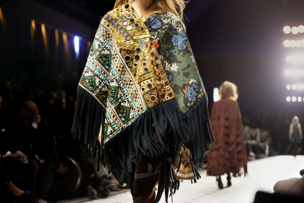 Burberry-Womenswear-Autumn_Winter-2015-Sho_003