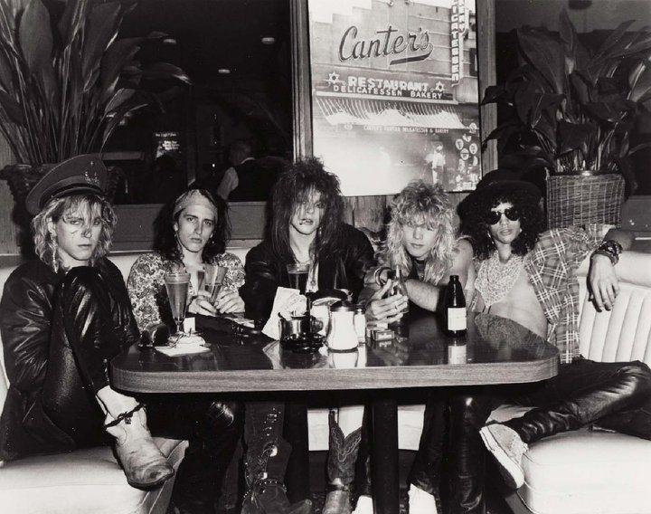 Guns N' Roses @ Canter's Deli, 13.10.1985 (C) by Jack Lue. L-R Duff McKagan, Izzy Stradlin, Axl Rose, Steven Adler, Slash.