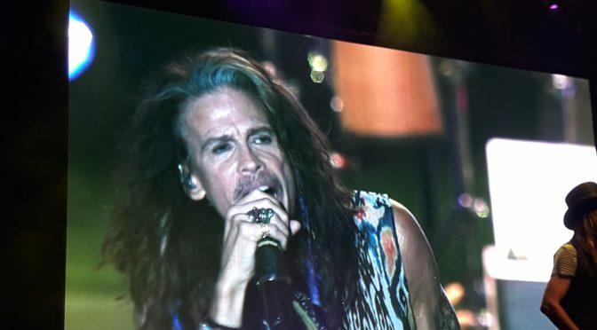 Trieste, Steven Tyler canta 'Happy Birthday' per la sua Aimée